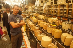 Tal and the Halva King in Machne Yehuda Market, Jerusalem